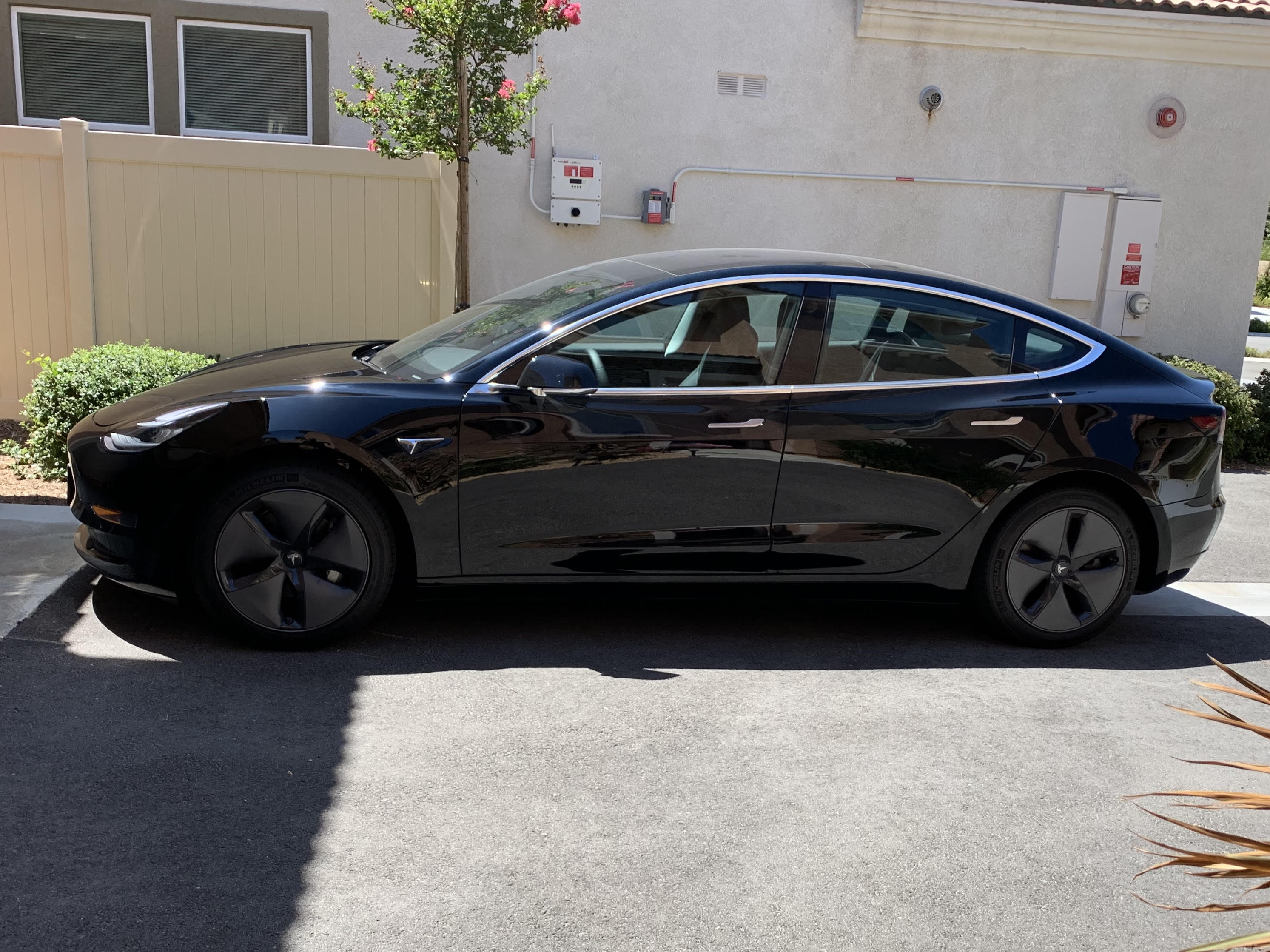 Model 3 / 2019 / Solid Black Paint - 009ff | Only Used Tesla