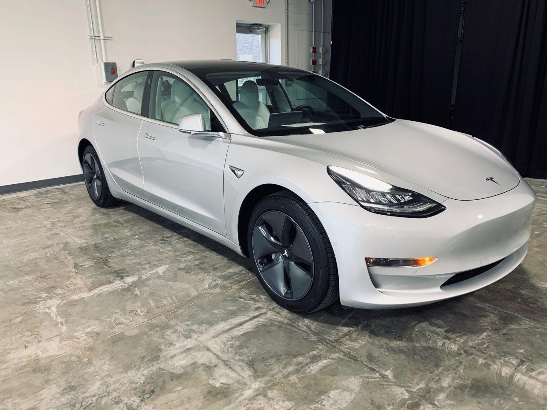 Model 3 / 2018 / Metallic Silver - 7ac1c | Only Used Tesla