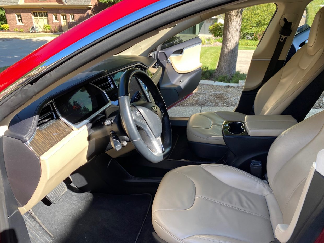 Model S / 2013 / Red - 8c5bb | Only Used Tesla